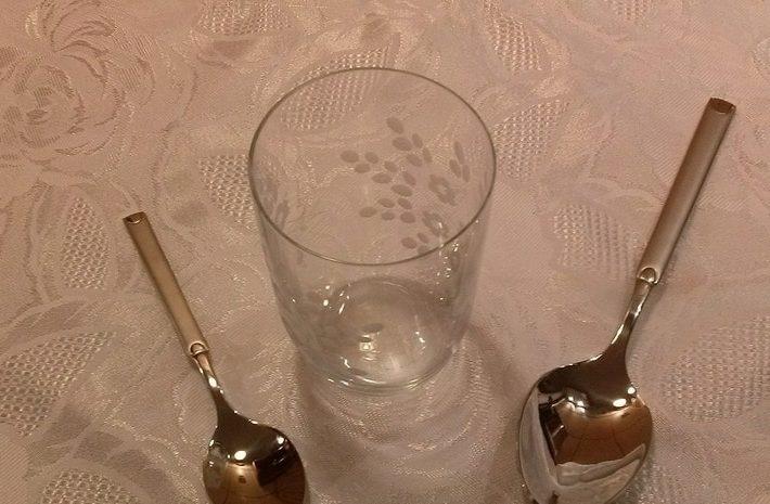 миллилитров жидкости в (столовой, чайной и десертной)