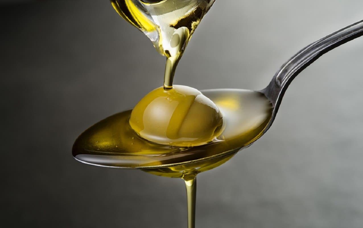 Ложка оливкового масла