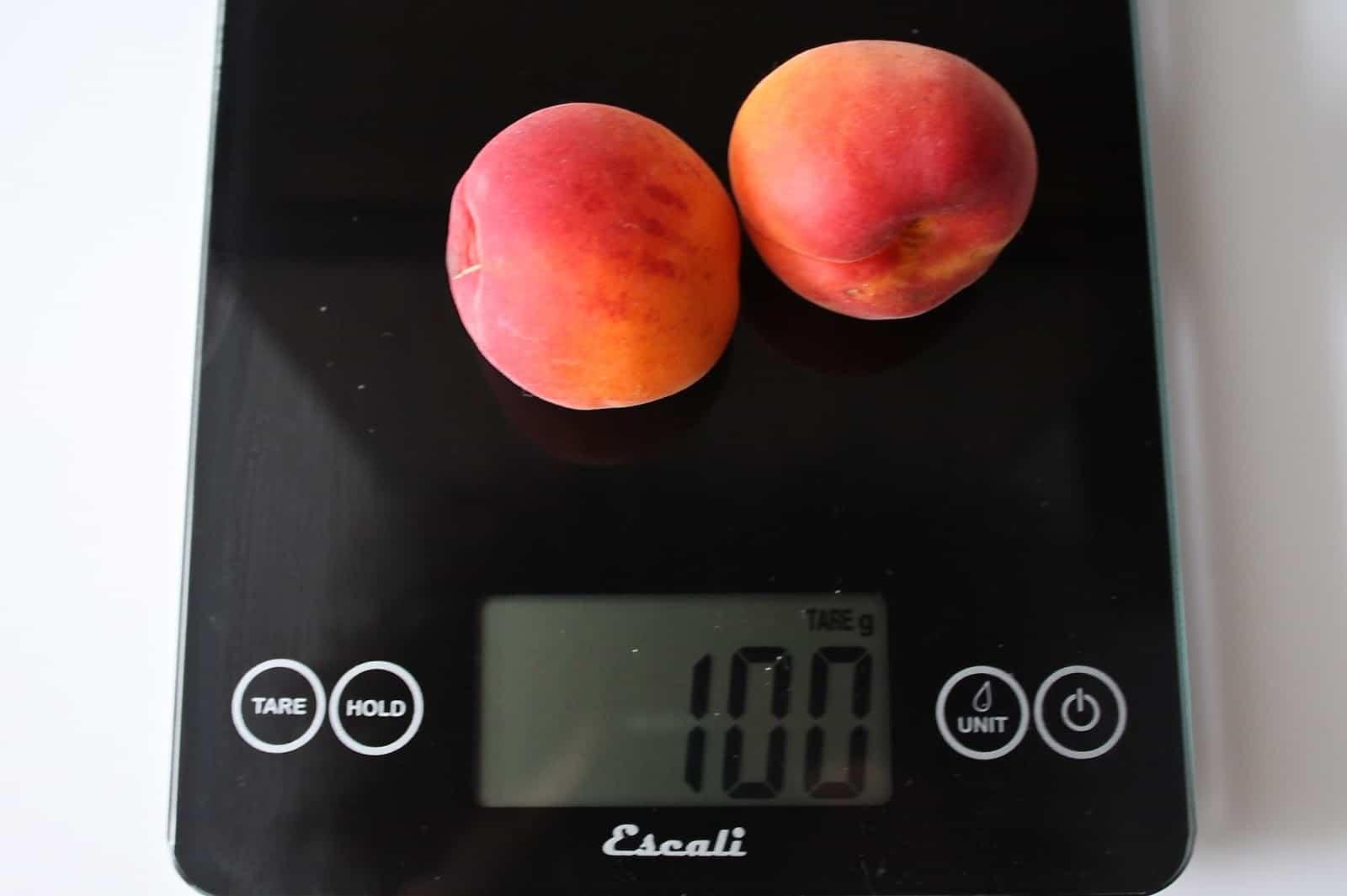 100 грамм абрикосов