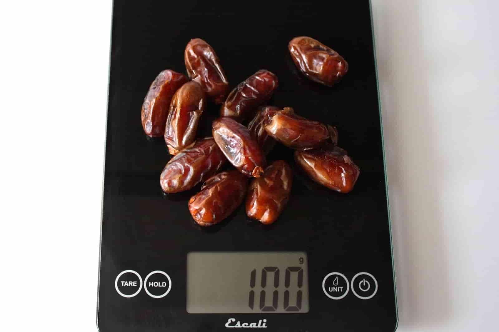 100 грамм фиников