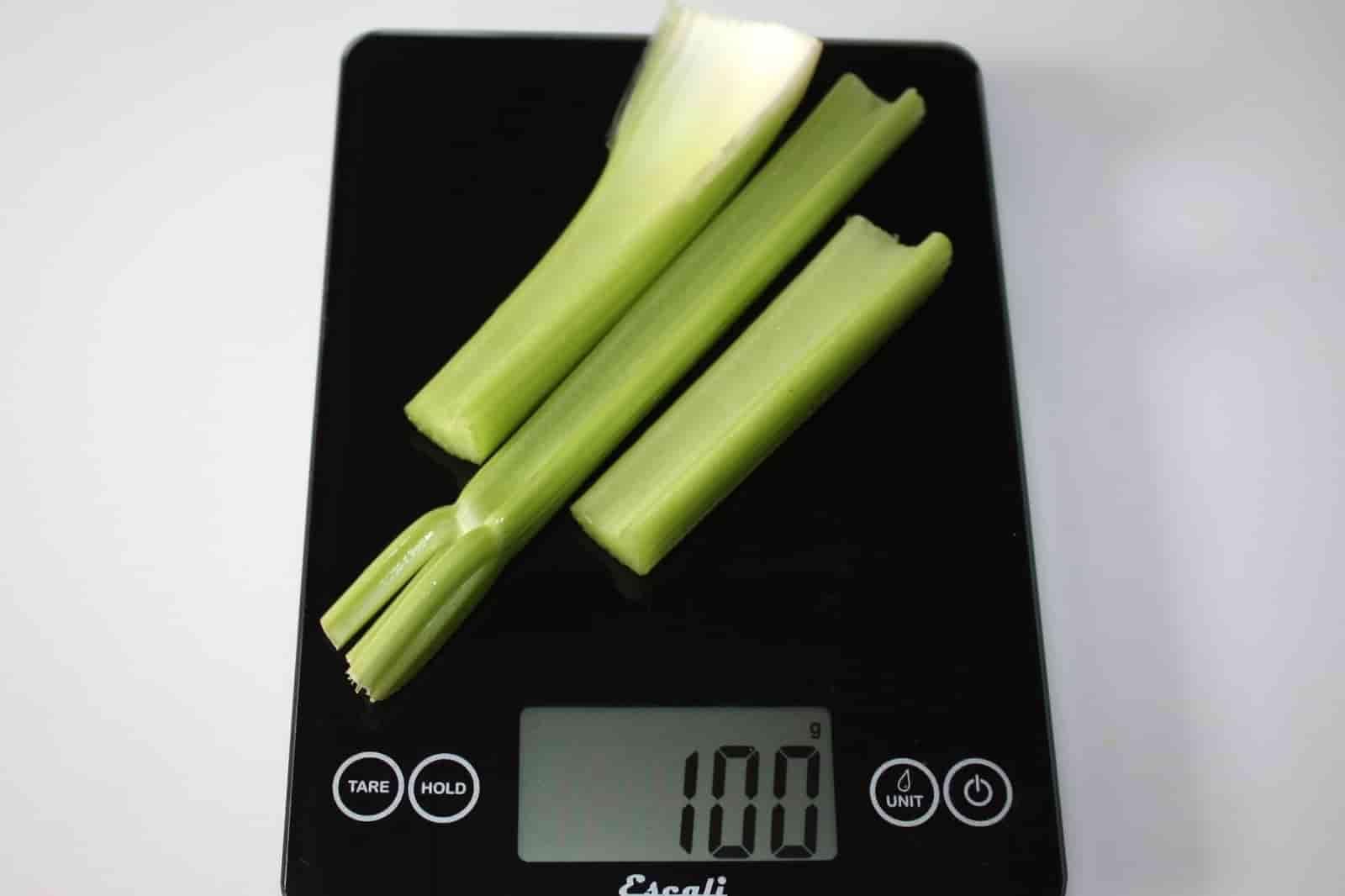 100 грамм сельдерея (Вес продуктов)